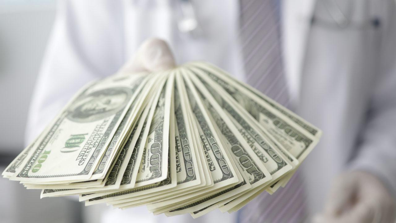 医学部受験…「条件クリアで学費タダ」を掲げる大学、実態は?