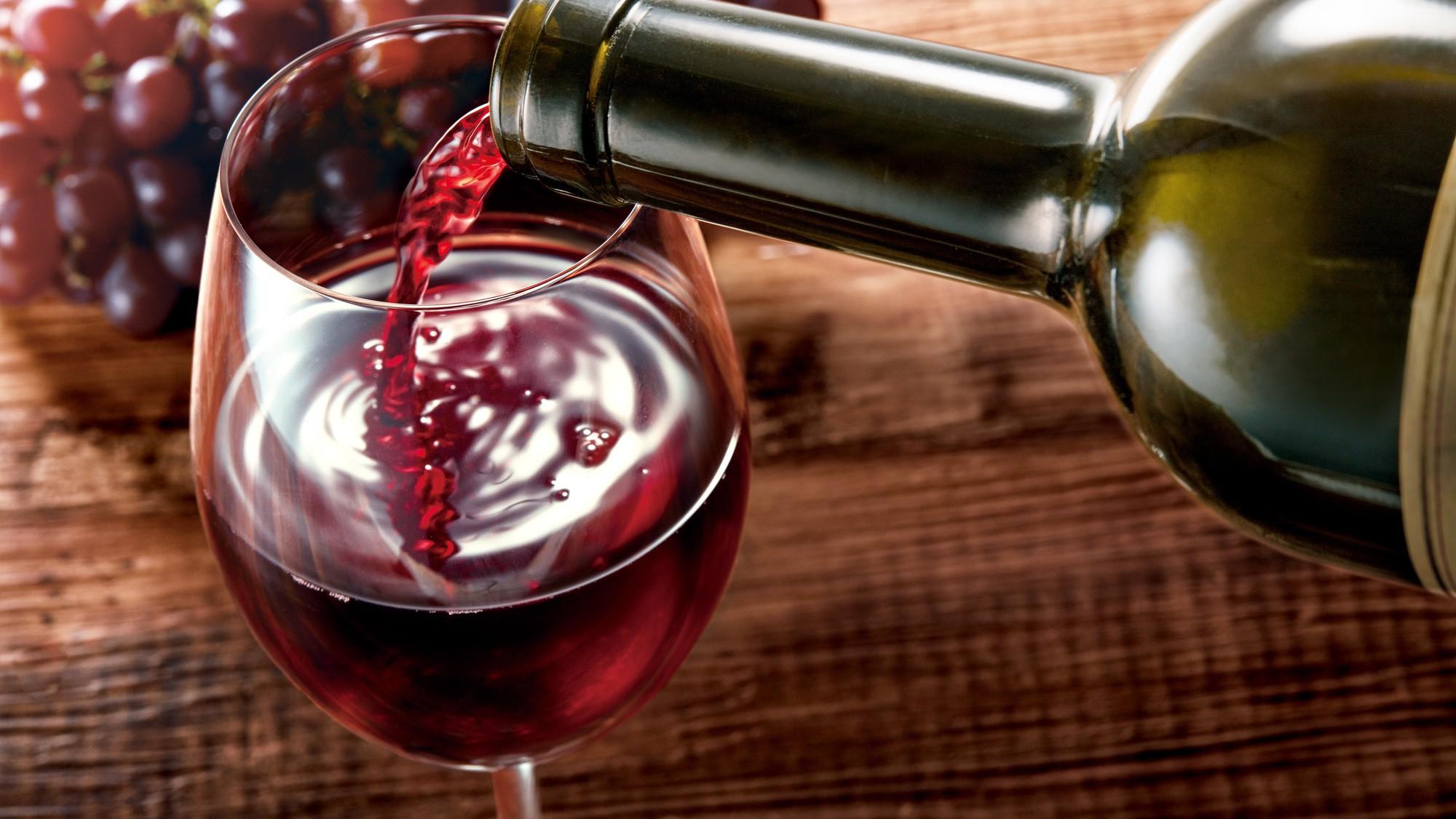 1本数百万円の価値を守るため、ワイン生産者は何をしている?