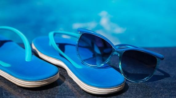 プールで結膜炎に!? 夏に起こりやすい「目のトラブル」