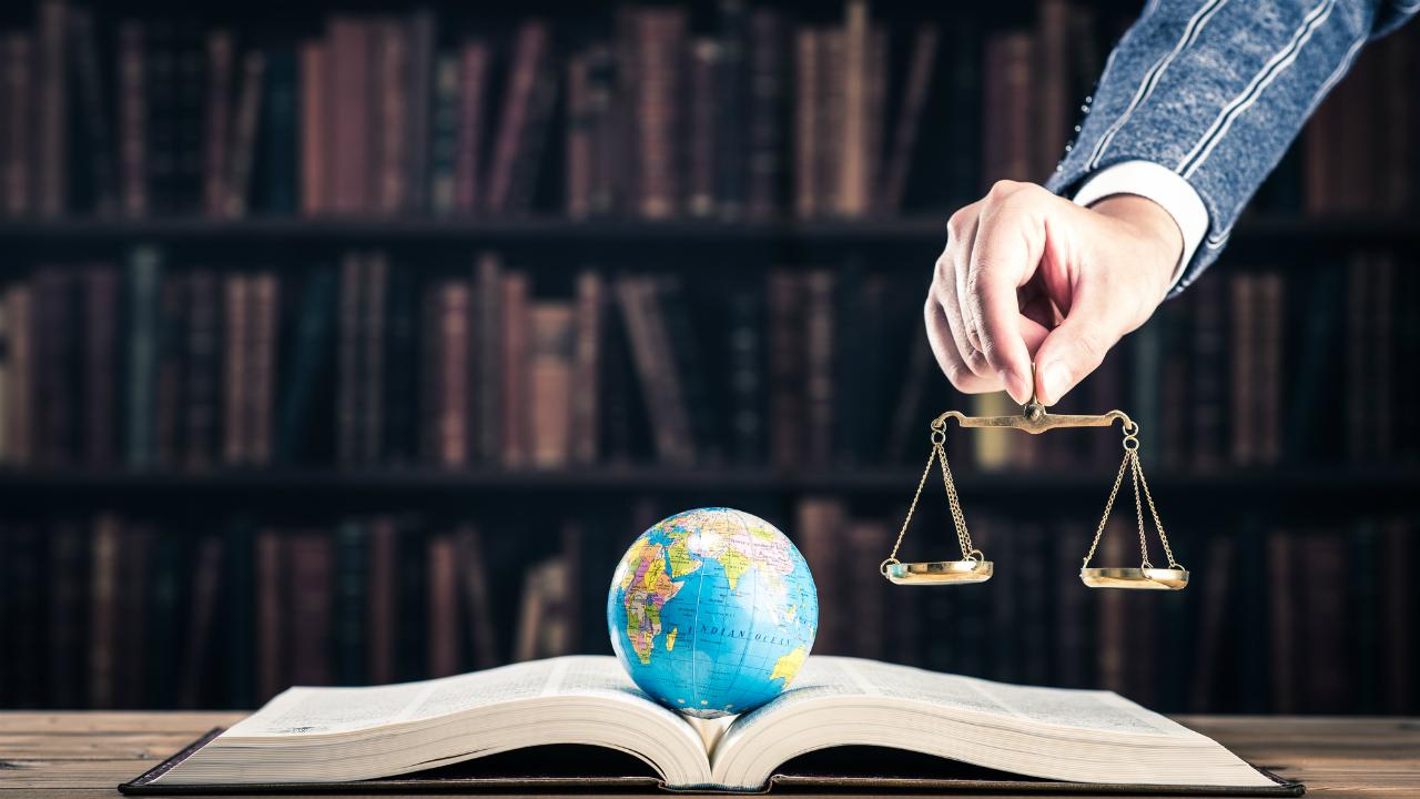 香港の「弁護士」に仕事を頼むといくらかかるのか?