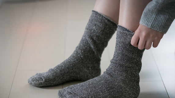 「足首にくっきり残る靴下の痕」は、心臓病のサインかも⁉