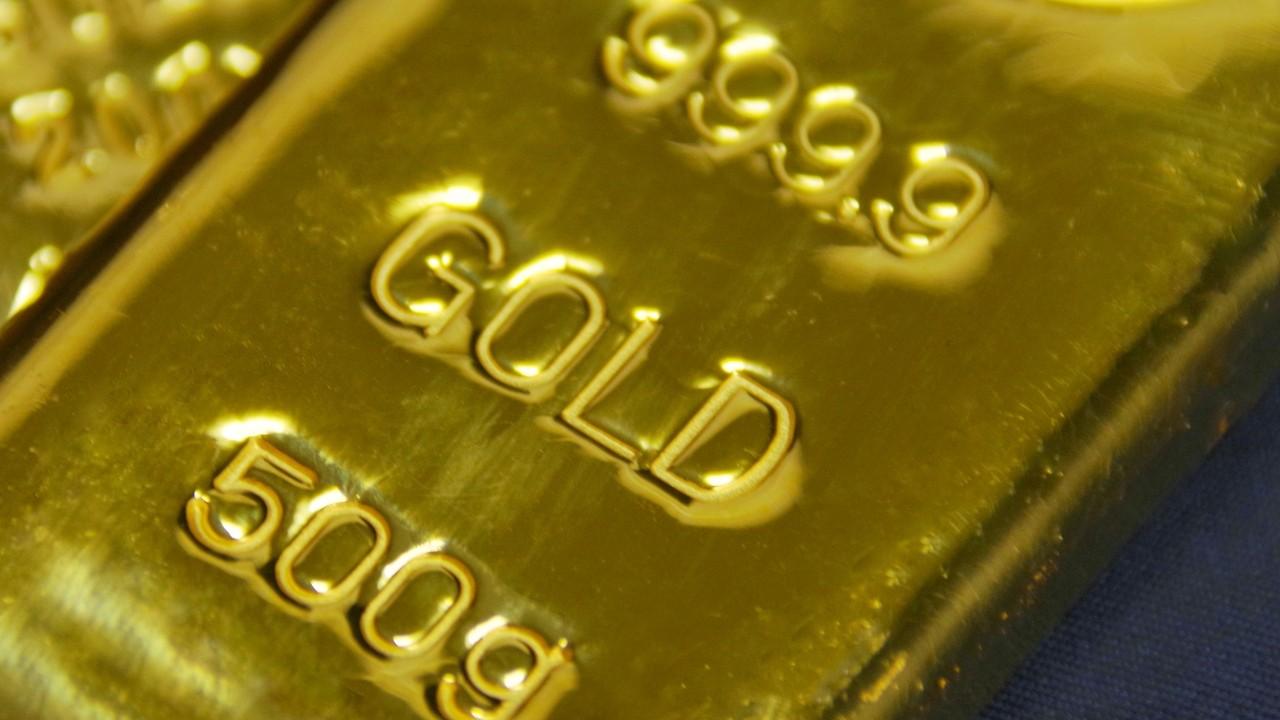 人類がこれまでに発掘してきた「金」はプール3つ分という衝撃