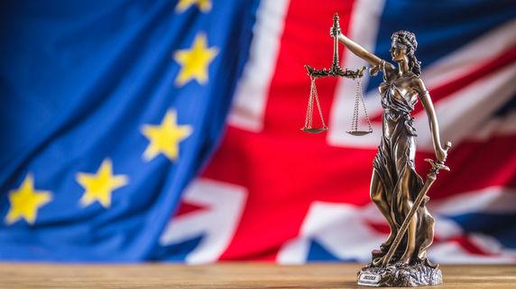 メイ首相、EU離脱期限延期を示唆…方針転換の目的は?