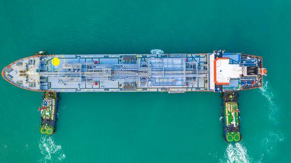 ホルムズ海峡に「軍事緊張」…船への投資に影響はあるか?