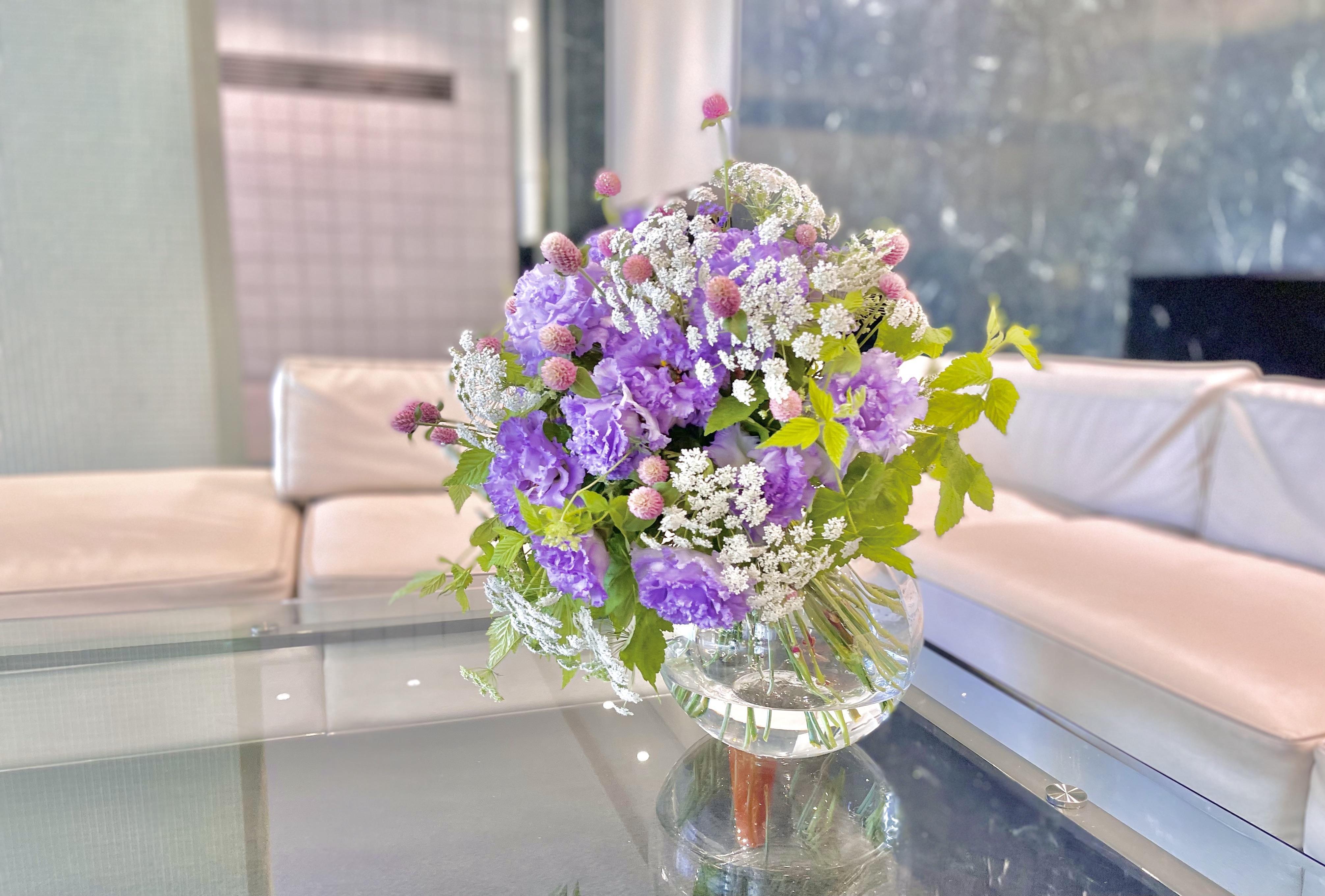 華やかさと可愛らしさで待合室を飾る8月の花:トルコギキョウ