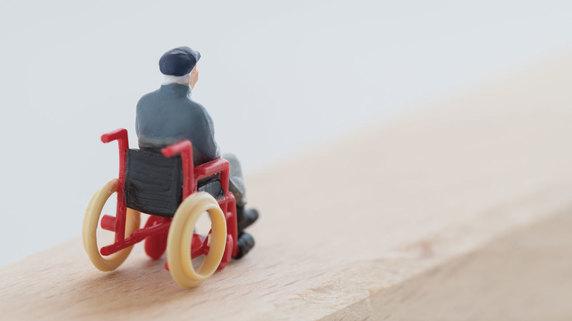 高齢者の経済的な苦境が招く「負のスパイラル」とは?