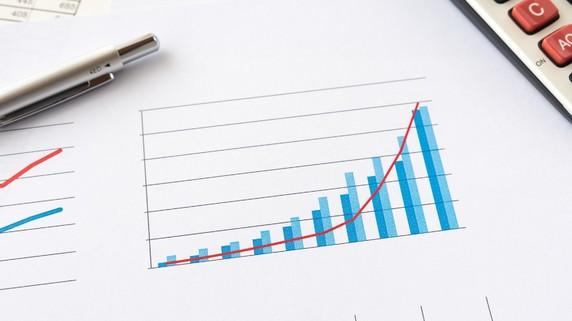 IMF、今年の世界経済見通しを上方修正するも、慎重な一面