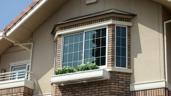 「建物の角から90センチメートル以内に窓」が危険な理由とは?
