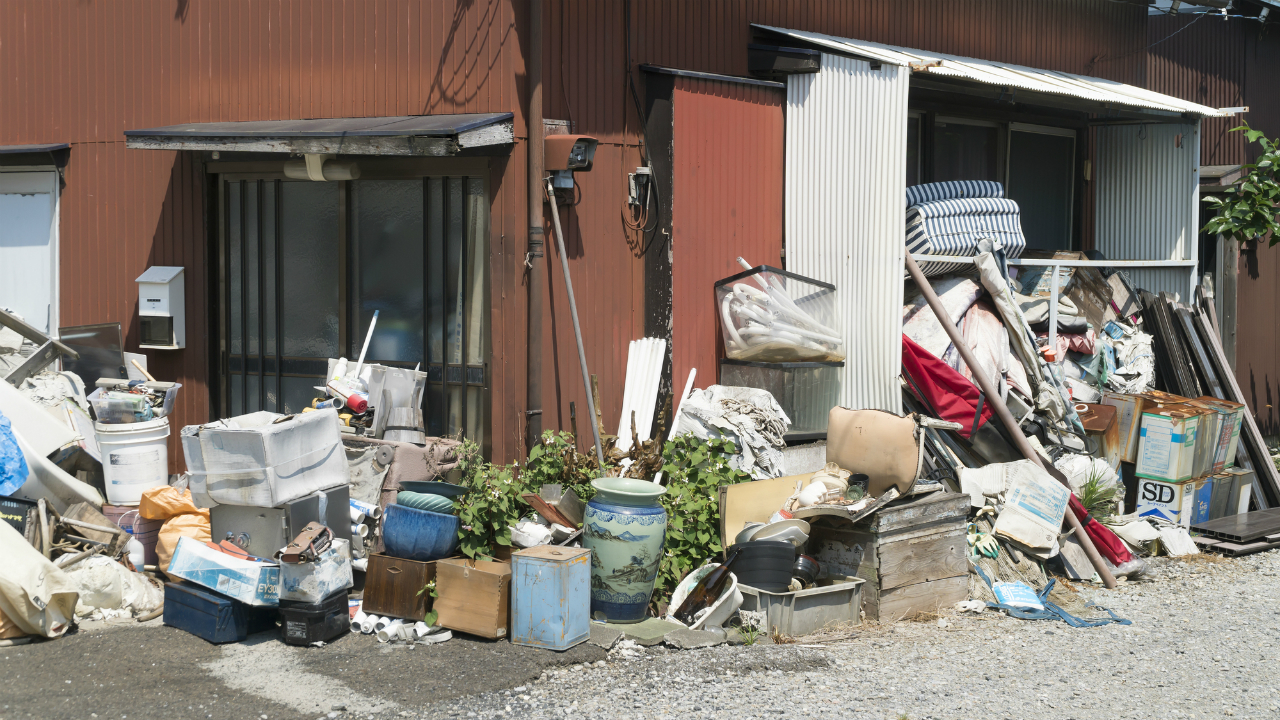 隣の空き家からゴミの悪臭が・・・撤去を求めることは可能?