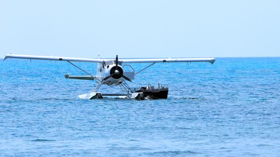 小型航空機とジェット機にはどのような違いがあるのか?