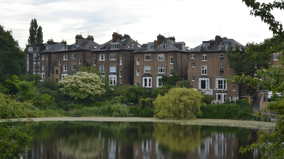 オフィスを住宅化して販売する「英国流」投資法のリターン
