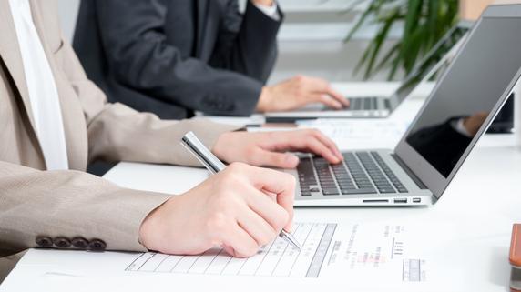 パソコン買い替えの節税――「税額控除」か「特別償却」か?
