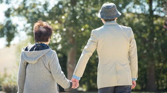 70代男性再婚で苦悩「財産は妻に、その後は」司法書士が解説