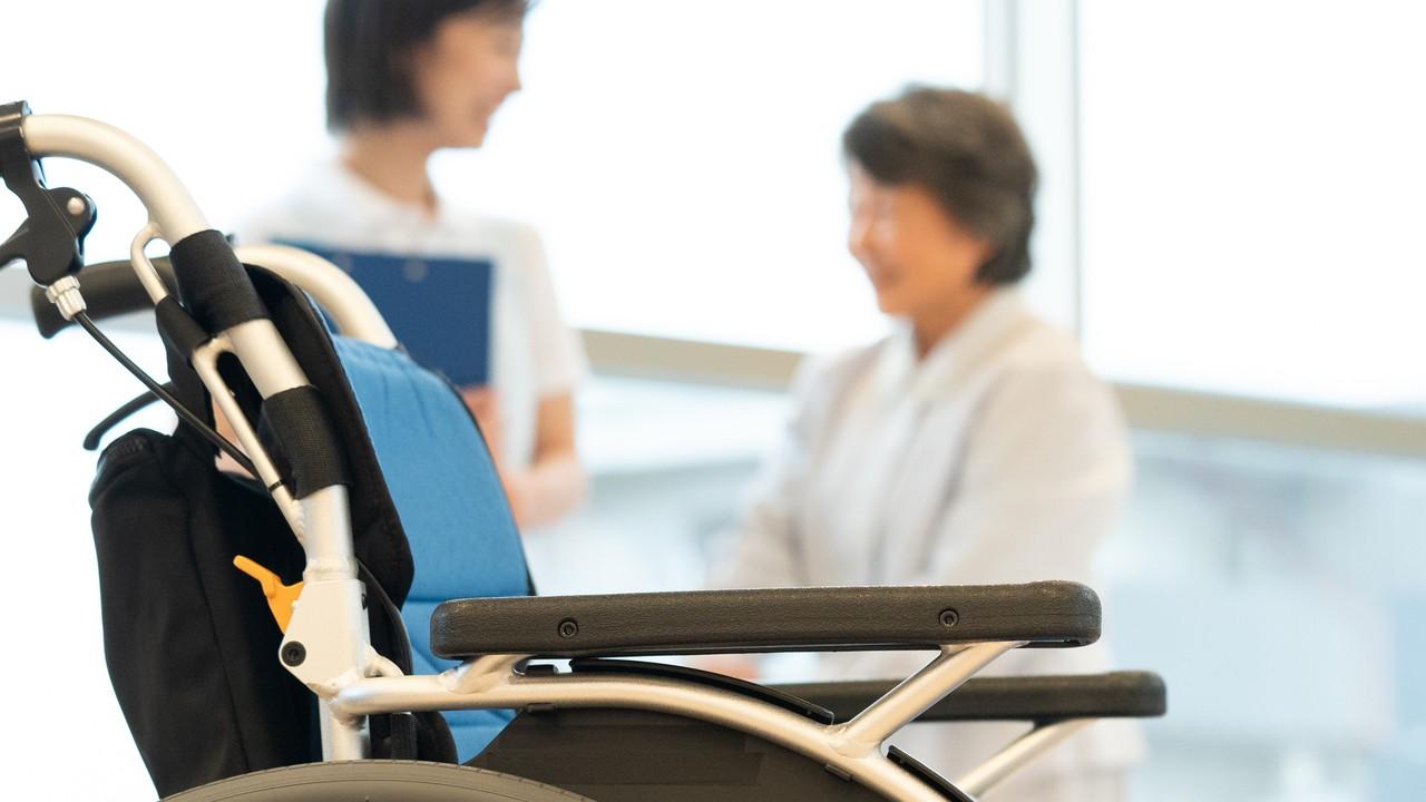 介護職員だけではない…施設で「入居者を支えるスタッフ」5種