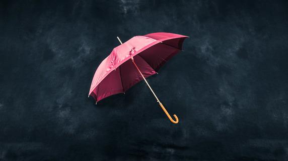 銀行の手のひら返し 「雨の日に傘をとりあげる」仕打ちとは?