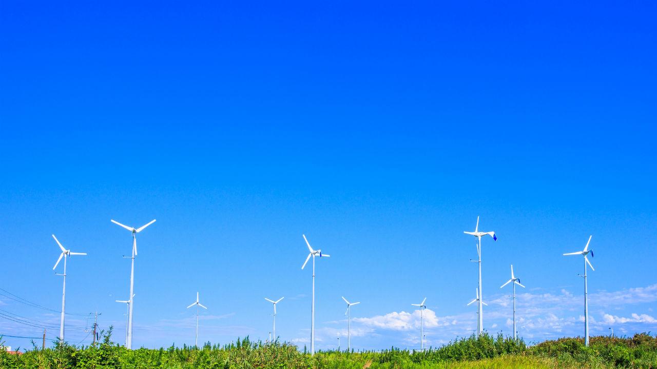 太陽光発電との比較で見る「小形風力発電」の魅力とは?