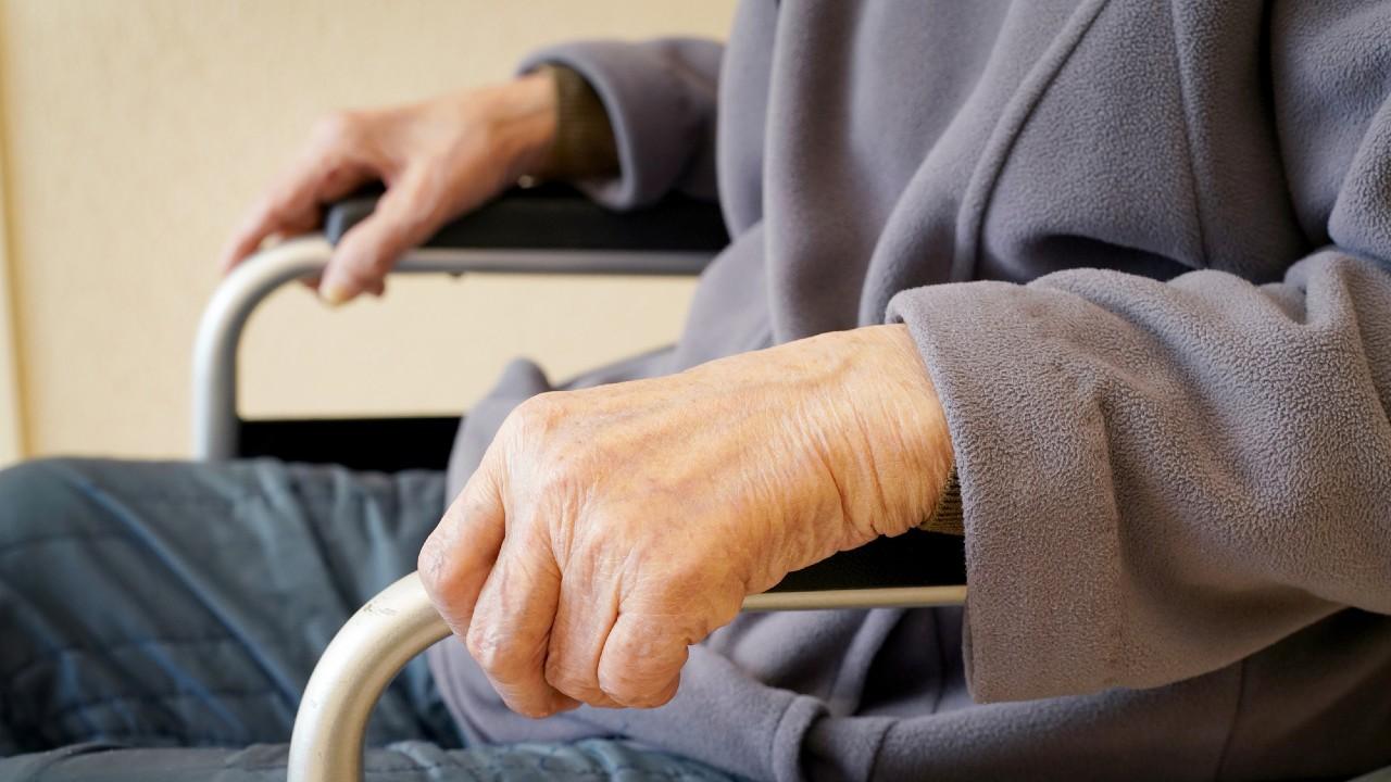 「60歳以上の人に部屋を貸さない」という日本社会の怖い現実