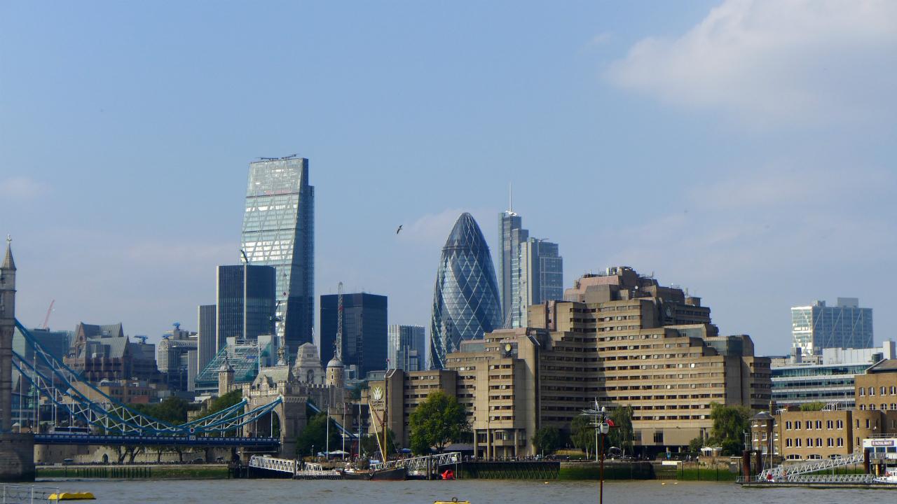 英国不動産の保有時・売却時に現地でかかる税金とは?