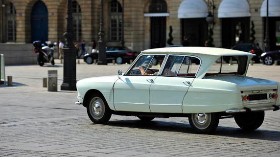 新車ではなく「4年落ちの中古車」が節税になる理由
