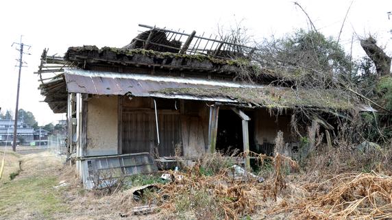 限界マンション、老朽戸建て…相続放棄を検討すべき「負動産」