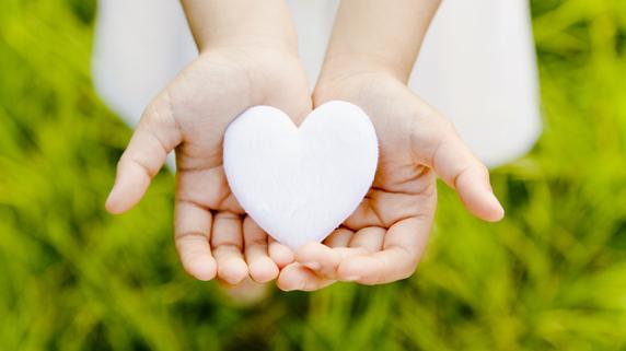 高齢者の関心高まる「遺贈寄付」とは何か?
