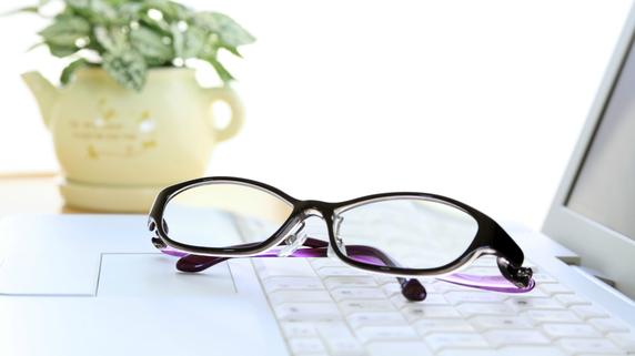 白内障手術後の「目の疲れ・痛み」…原因と対処法