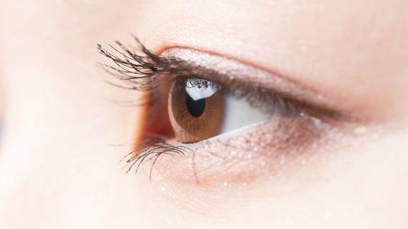 加齢によって「目の不調」が引き起こされるメカニズムとは?