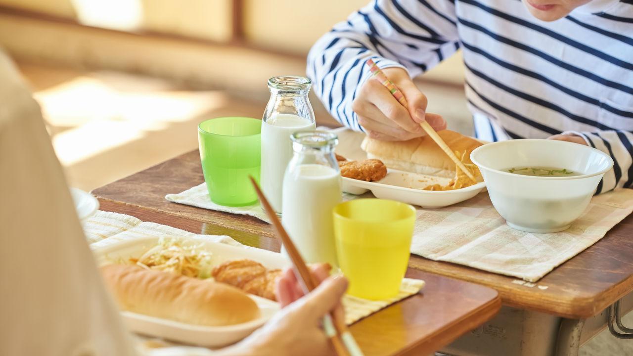 給食の影響も?日本人が「八重歯」になってしまう6つの原因
