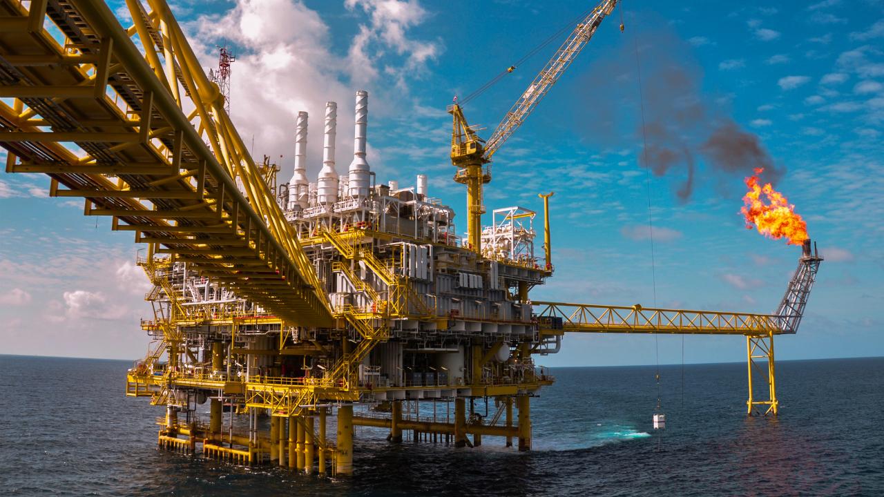 世界的な「原油安」に揺れるスリ...