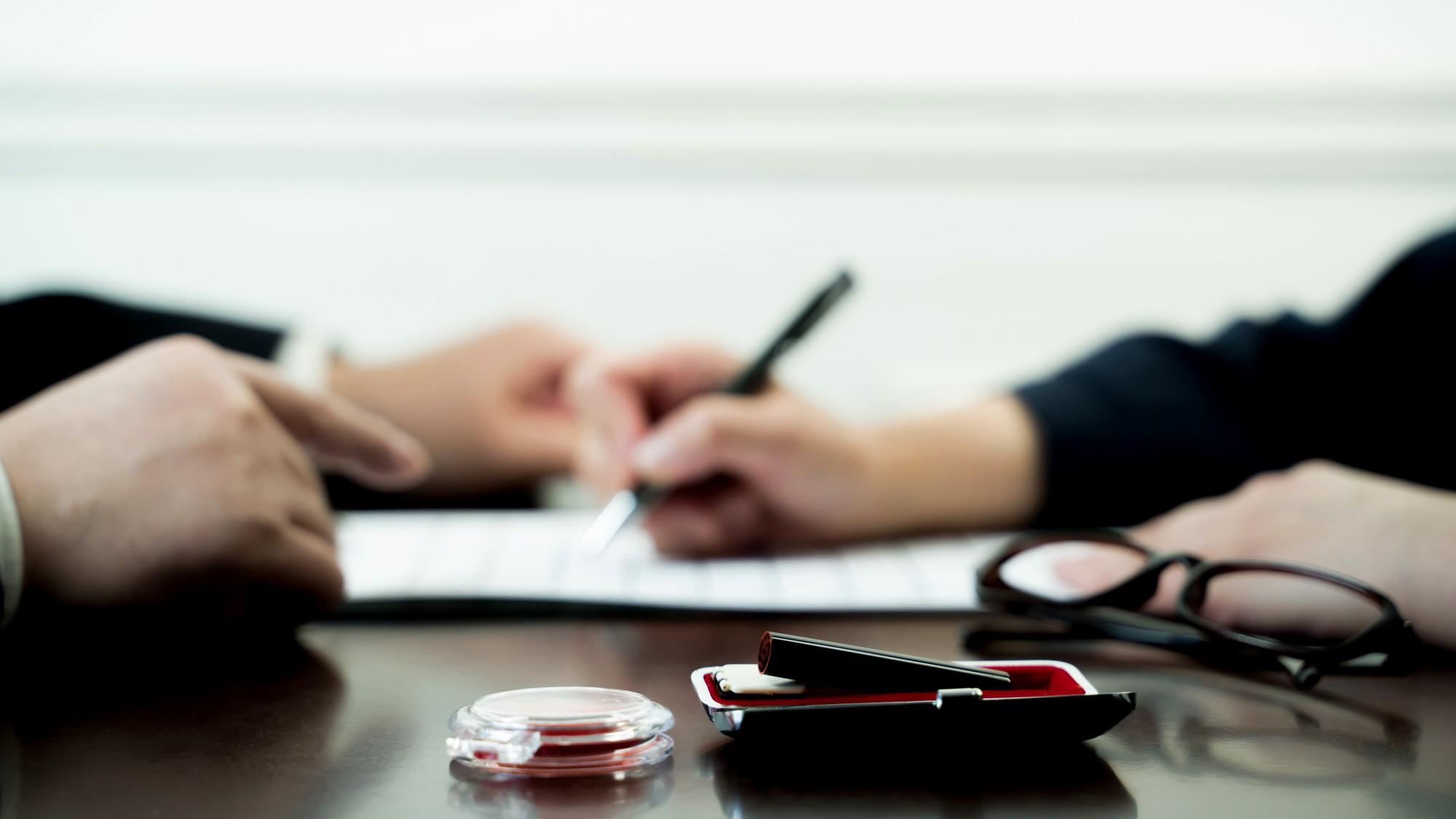 富裕層が「婚前契約」を求めるのは金のためか?愛情のためか?