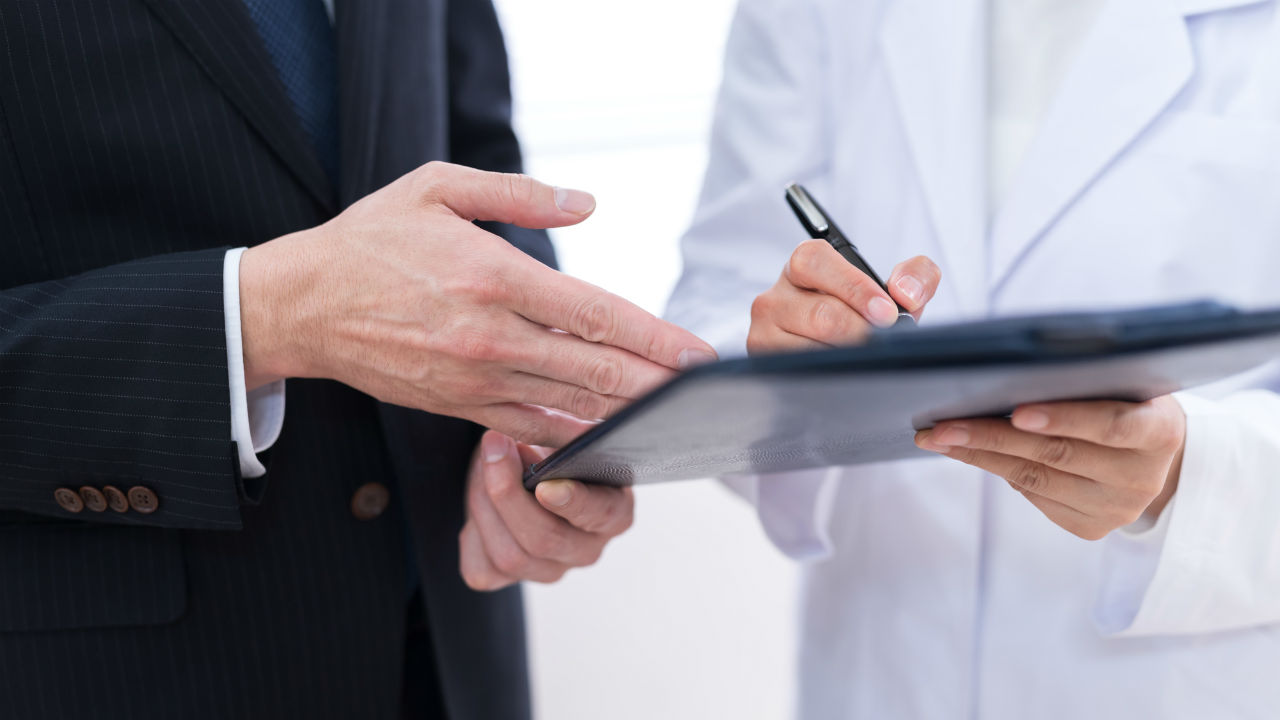 病院の評判に直結する…受付スタッフ・近所の薬局の「好感度」