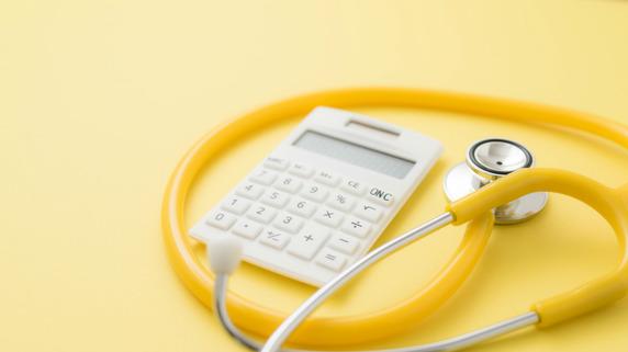 医療費の大幅な増減も?保険ごとに異なる「白内障手術」の方法