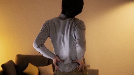 【医師が警告】腰痛予防のために「コルセット装着」は逆効果