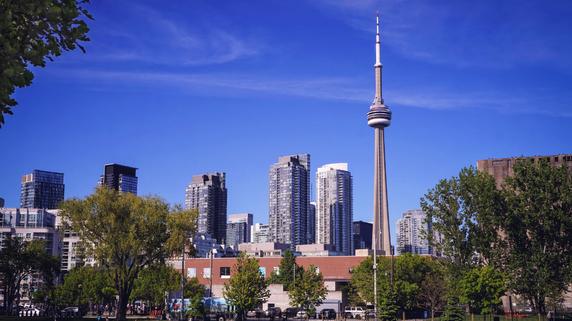 ママも学校通い⁉ 人気の「海外親子留学」カナダの魅力