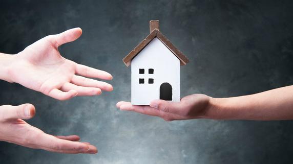相続財産の6割が不動産・・・相続人へ均等に分割するには?