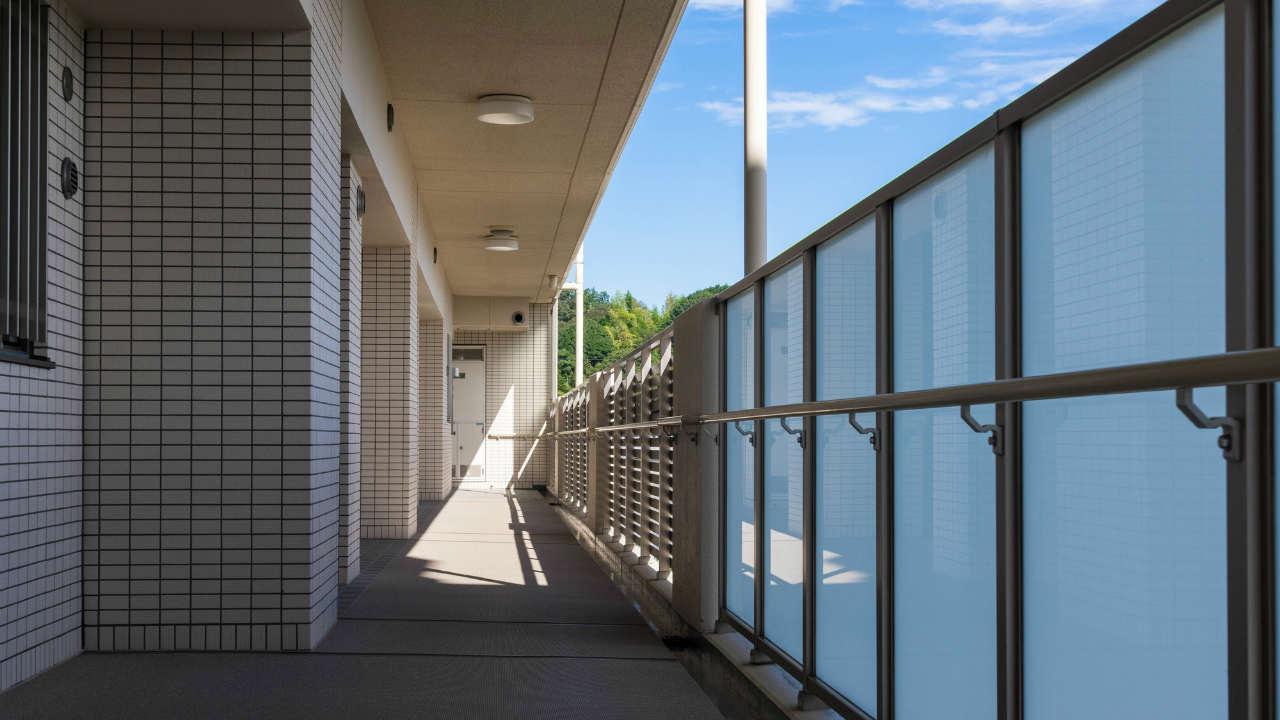 廊下、集会室…マンション「共用部分」の所有権は誰にある?