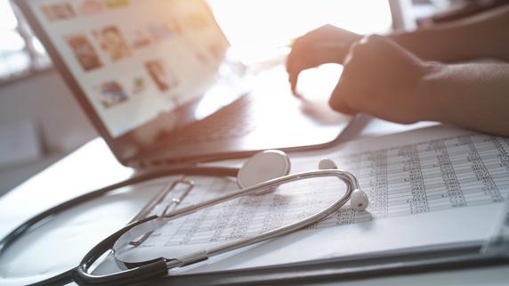 多忙な医師の資産形成に「株式投資」が向かない理由