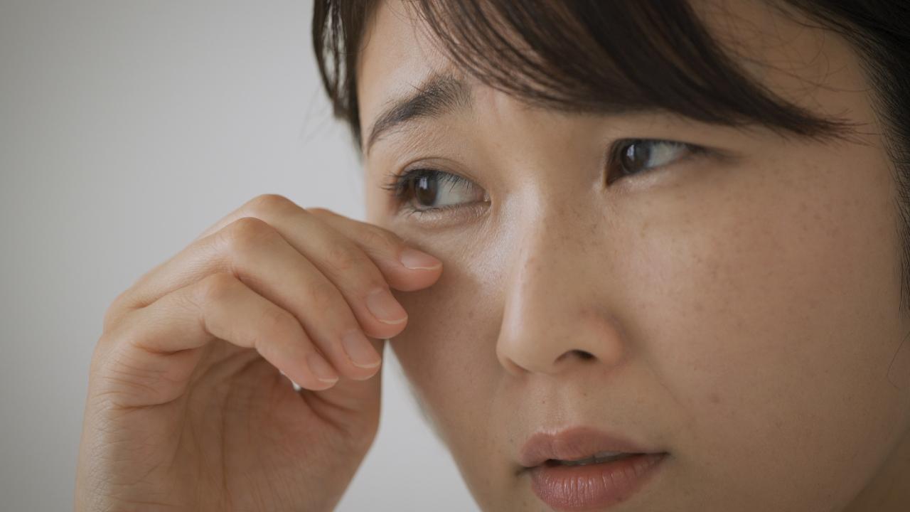 眼科医「放置は危険」見える人続出?虫やゴミに似た視界の異物