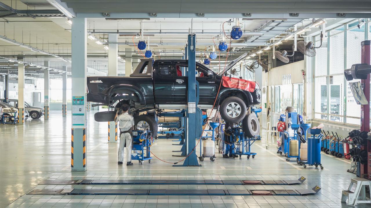 熱で軟化 炭素繊維部品 量産車に初採用 帝人、GMトラックへ 製造装置メーカーに要注目!