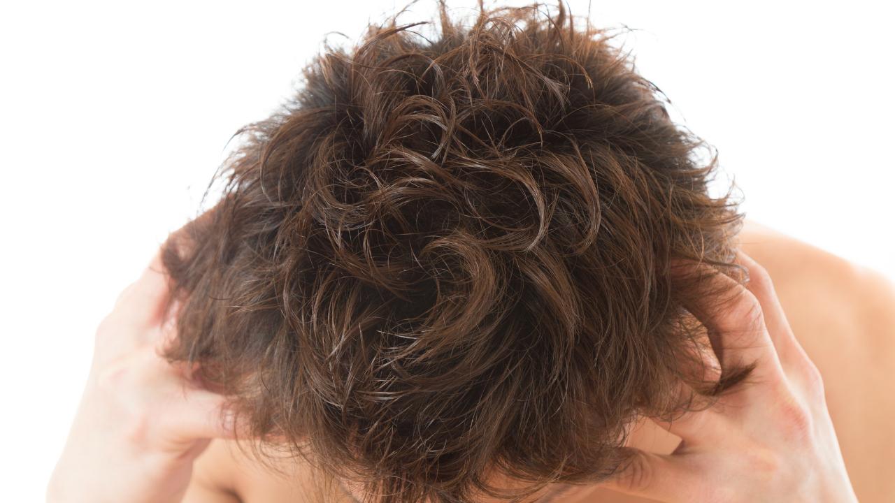 頭皮と毛穴の皮脂を取り除くシャンプーの重要性