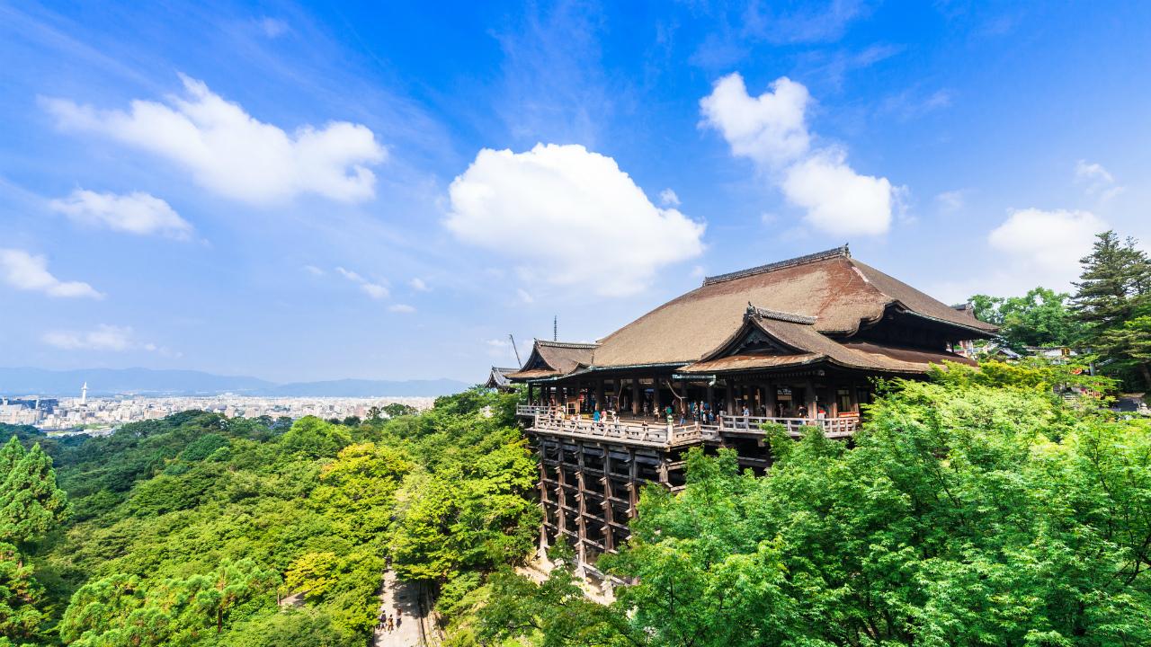 外国人観光客に人気だが…京都で「民泊撤退」が激増する背景