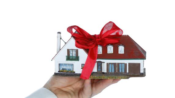 奥様へ家をプレゼント!配偶者控除の特例を使った自宅の贈与