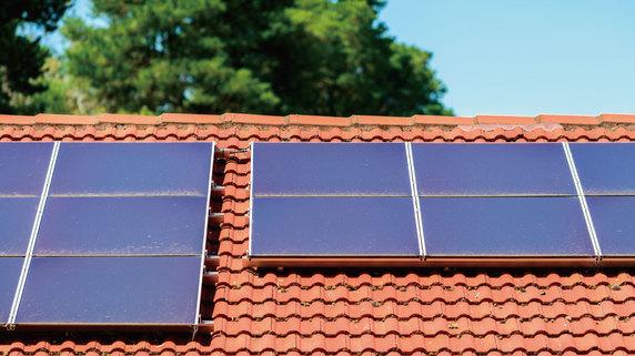 太陽光発電パネルの「洗浄」で発電量が大きく改善した事例