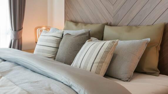 ぐっすり眠れるのは「高反発 or 低反発」どちらのマットレス?