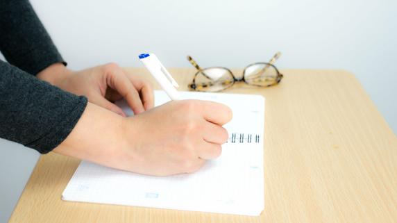 なぜ個人事業主は現金出納帳を「手書き」にするべきなのか?