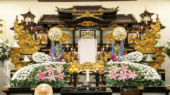 一般人の平均は「200万円」と言われているが…「富裕層の葬儀」相場は?