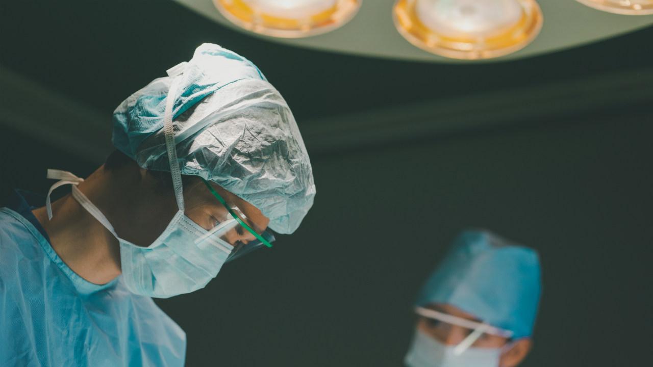 新人勤務医は何を見た?「お前の仕事だろ」手術室での出来事…