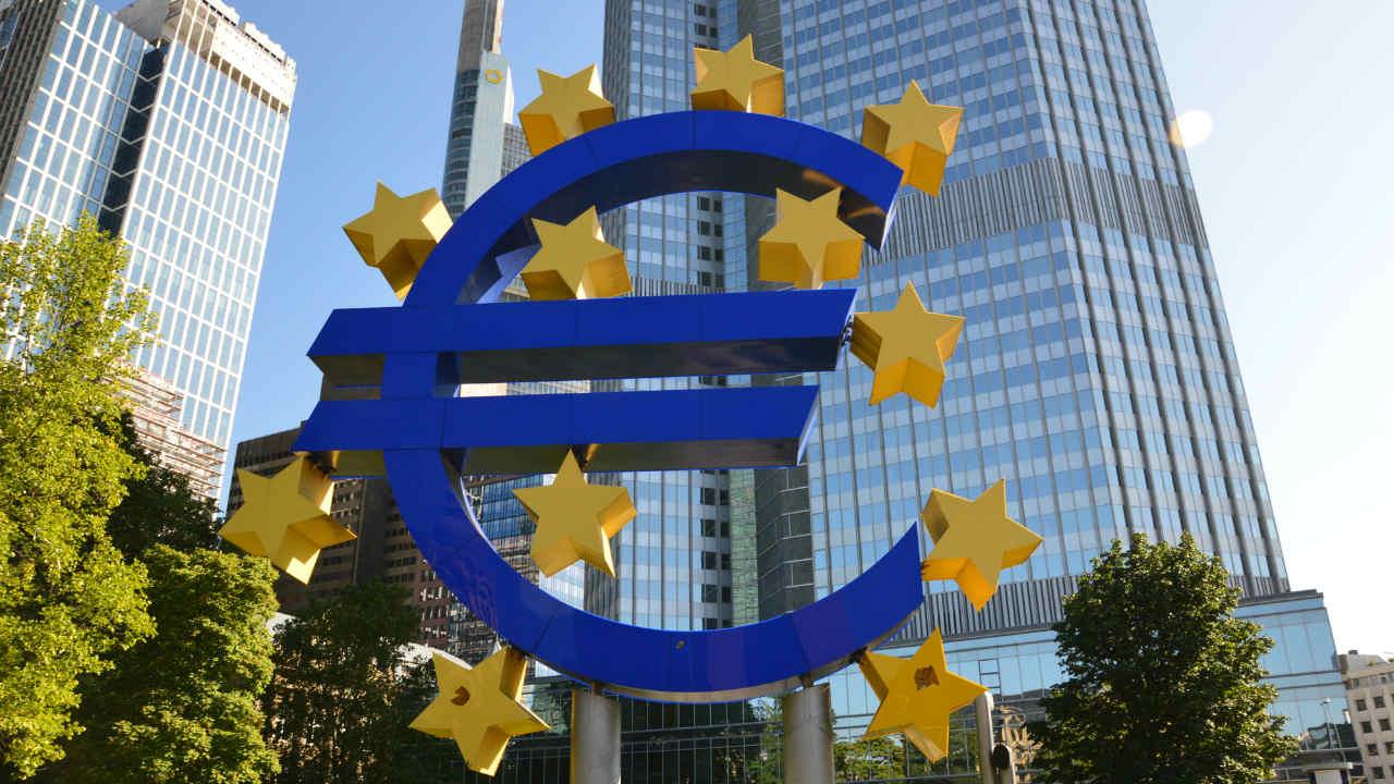 長期下落トレンドのユーロ米ドルは、新型コロナで上に放れるか