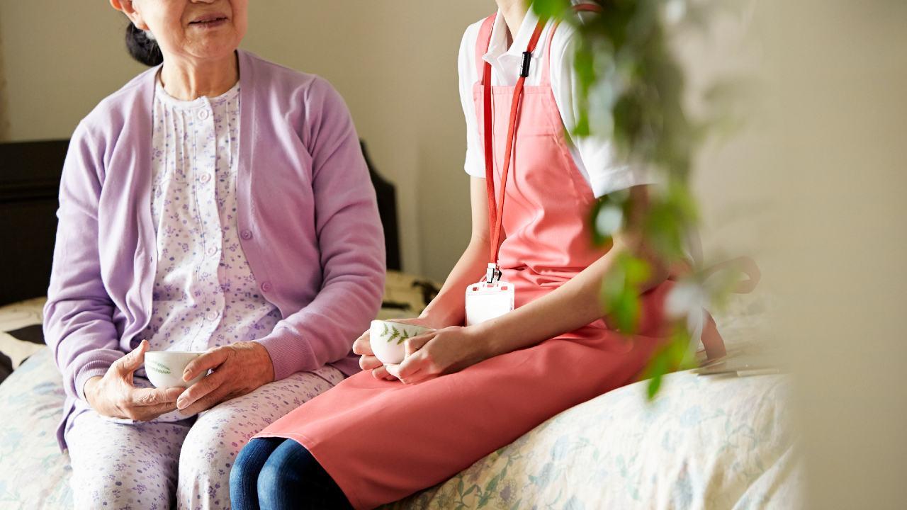 年金受給資格のない87歳母…老人ホーム「月22万円」に娘困窮【介護のプロが解説】