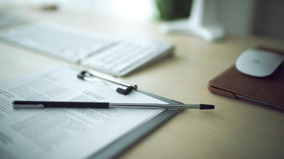 外国人労働者の在留資格 いつまでに更新申請すべきか?